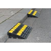 Bordsteinrampe -Mountain- aus Hartgummi, mit Anti-Rutsch-Oberfläche und gelben Reflexstreifen, LKW-geeignet
